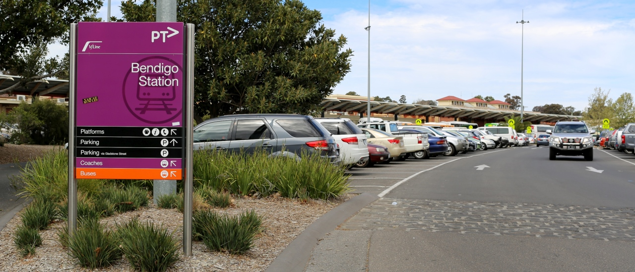 Picture of exterior of Bendigo Station and car park